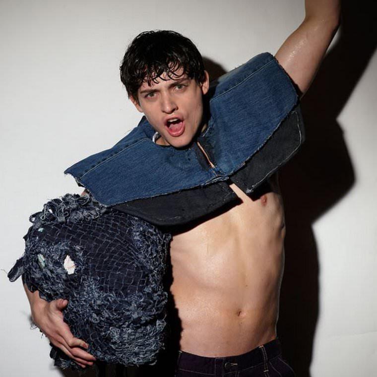 Shirtless Actor Aneurin Barnard Aneurin Barnard